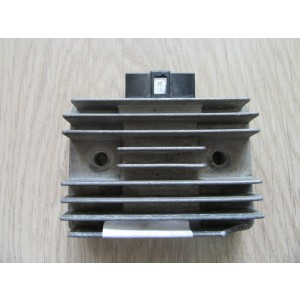 Régulateur SH548 Kawasaki  650 KLR 95-04, 600 KLR 91-94, KL 650 Tengai 89-91, KL 650 87-89, GPZ 550 84-85, Ninja GPZX 750 83-85