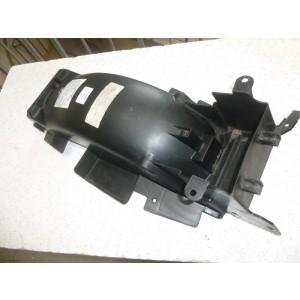 Partie interne de garde boue arrière Honda 650 NTV (RC33)