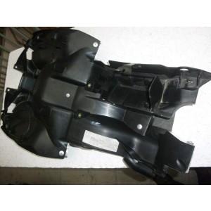 Partie interne de garde boue arrière Honda VFR 800 VTEC (RC46B) à partir de 2002