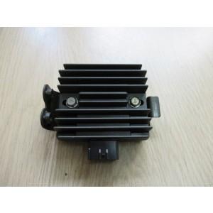 Régulateur de tension Kawasaki Z750 04-12, Z1000 06-13, VN 06-16, KLE 07-10, ER6 06-11 (210661127 et 210660705)