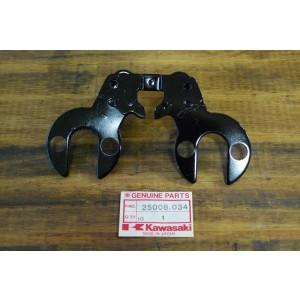 Support de compteur patte de fixation Kawasaki KE 125 1976-79 et KS 125 1974-75 (25008-034)